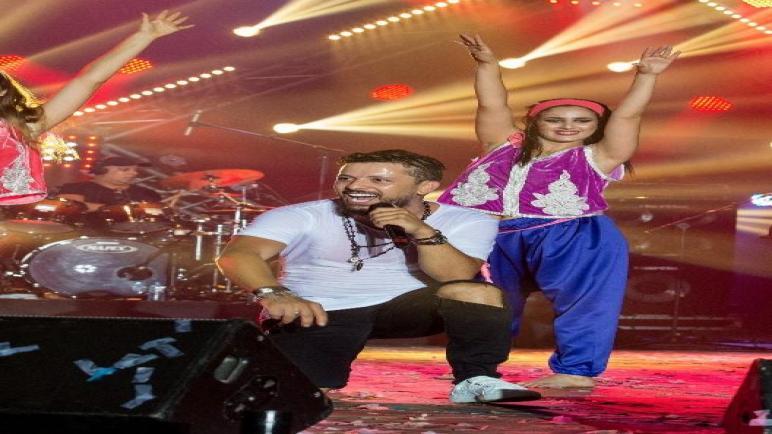 حاتم عمور يسجل رقم قياسي في إختتام مهرجان الدار البيضاء