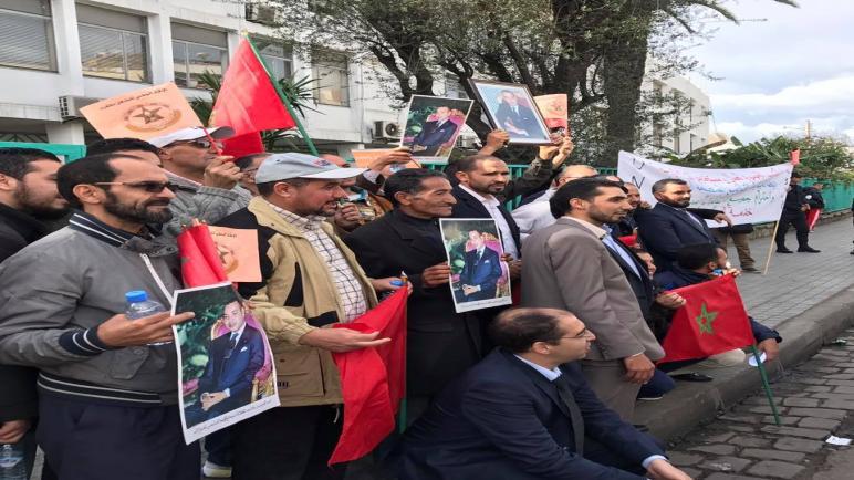 وقفة إحتجاجية لنقابة عمال ومستخدمي نقل المدينة