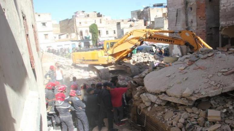 انهيار منزل من أربعة طوابق بحي تازارين بالمدينة القديمة