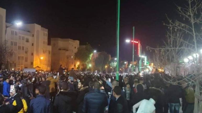 احتجاجات ليلية في الجزائر على خلفيّة إعلان ترشح الرئيس بوتفليقة لولاية خامسة