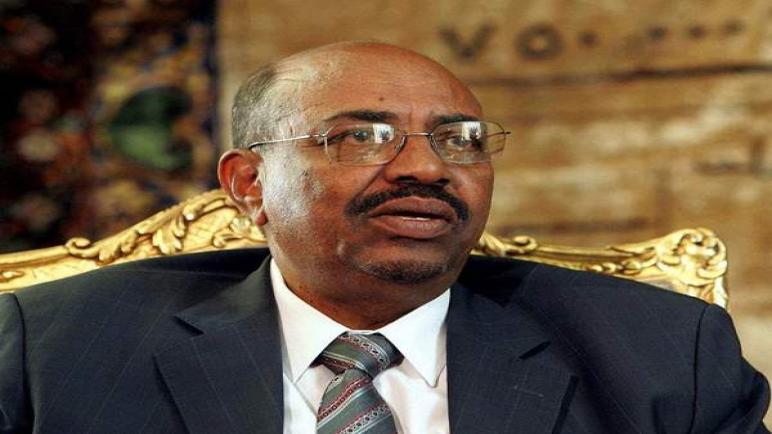 الجيش يجبر الرئيس السوداني عمر البشير على التنحي بعد حكم دام لمدة ثلاثة عقود