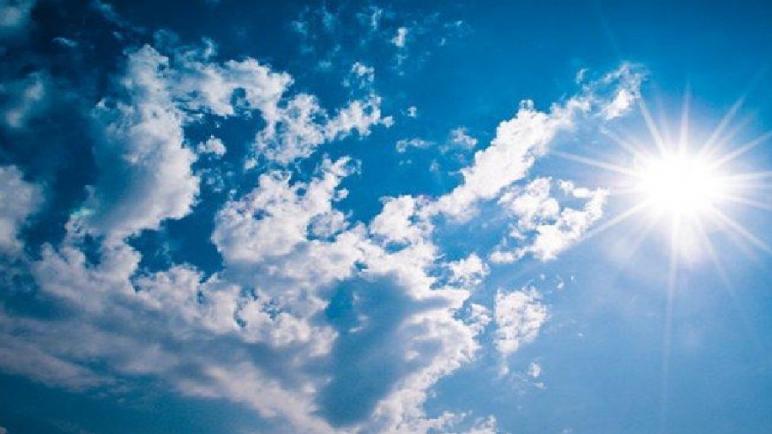 الطقس اليوم الأحد… أجواء مستقرة مع سماء قليلة السحب بعدد المناطق
