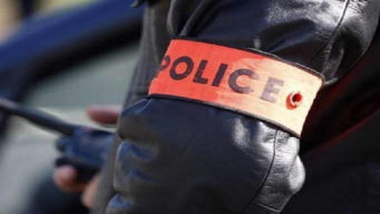 عناصر الأمن بفاس توقيف زوجين بتهمة حيازة أقراص طبية مخدرة.