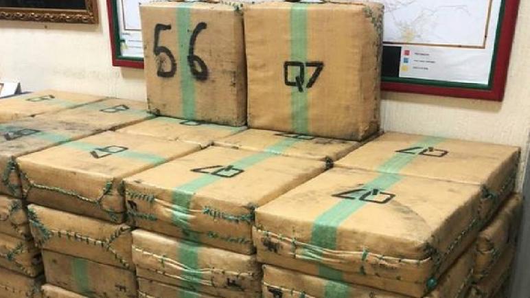 الرشيدية… توقيف شخصين على متن شاحنة و حجز طن و482 كيلوغراما من مخدر الشيرا