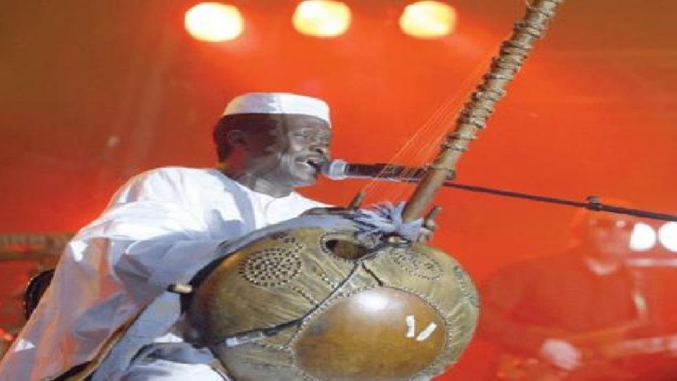 """وفاة أسطورة الموسيقى الإفريقية المغني والمؤلف """"موري كانتيه"""" عن عمر يناهز 70 عاما"""