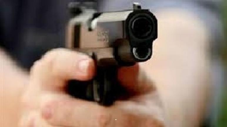 مفتش شرطة بسلا يشهر سلاحه لتوقيف شخص في حالة إندفاع قوية