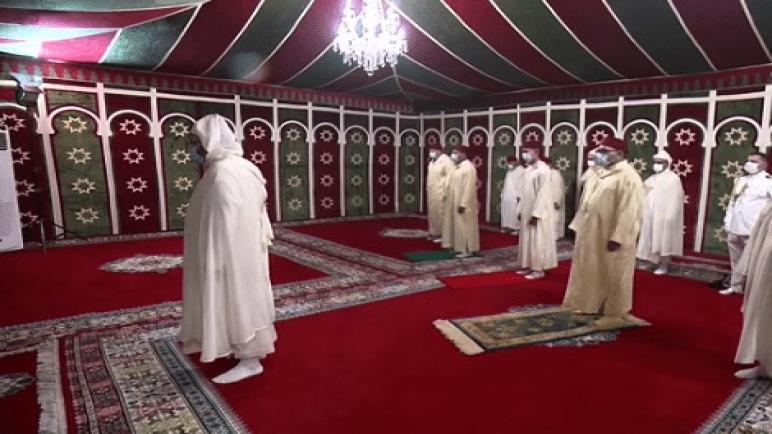 جلالة الملك يؤدي صلاة عيد الأضحى بالإقامة الملكية بالمضيق