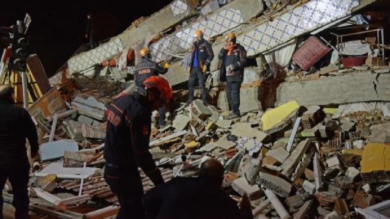 ارتفاع حصيلة ضحايا الزلزال الذي ضرب شرق تركيا إلى 20 قتيلاً و أكثر من 900 مصاب