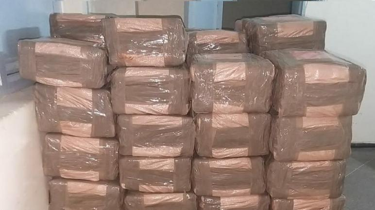 أمن أكادير يجهض عملية لتهريب المخدرات على الصعيد الدولي ويحجز أزيد من طنين من مخدر الشيرا