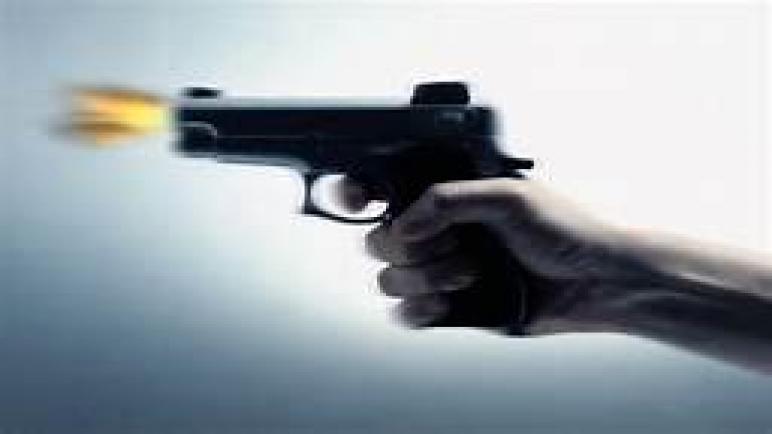 شرطي يستعمل سلاحه الوظيفي لتوقيف شخص عرض سلامة المواطنين و الشرطة للخطر