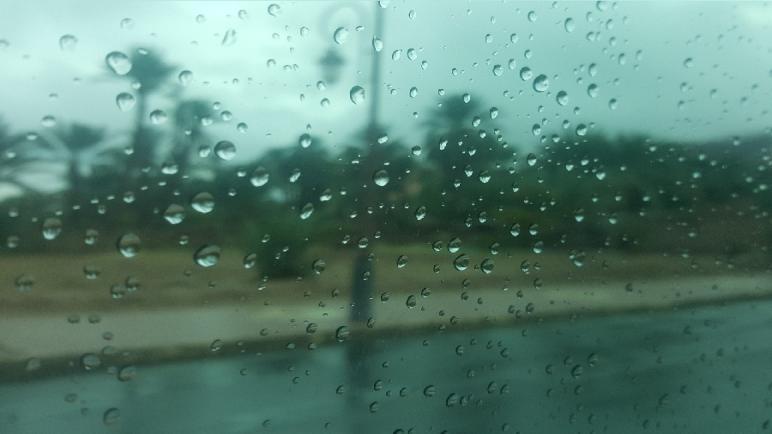 الطقس… أجواء غائمة اليوم الأحد مصحوبة بزخات مطرية بعدد من المناطق