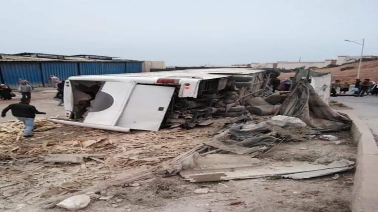 مصرع شخصين في حادث انقلاب حافلة لنقل عمال وحدات تصبير السمك بأكادير