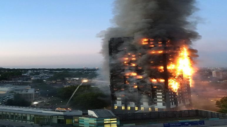 حريق ضخم يلتهم برجا سكنيا فى لندن