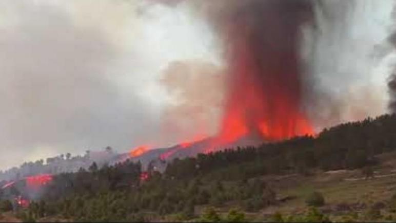 رئيس قسم المعهد الوطني للجيوفيزياء يكشف خطورة ثوران بركان جزر الكناري على المغرب