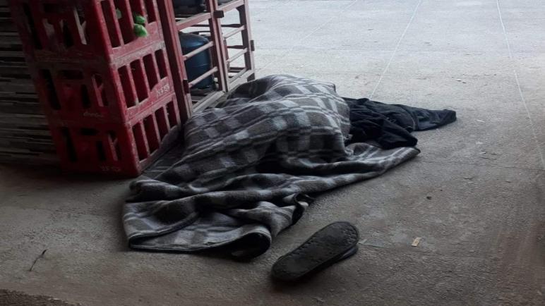 امنتانوت… صورة متشرد يبيت في العراء رغم قسوة الطقس تثير تعاطف الساكنة